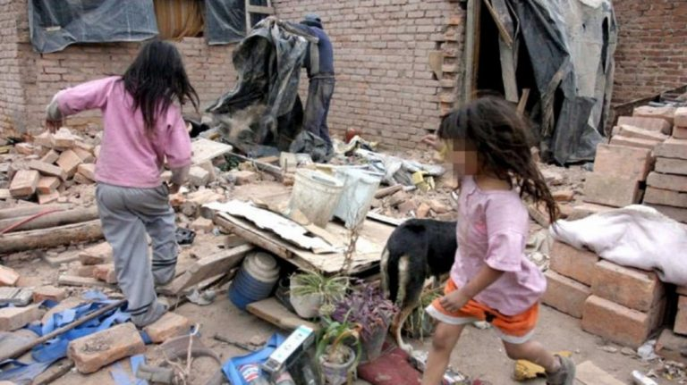 Photo of El 40% de los argentinos está por debajo de la línea de pobreza