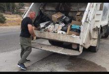 Photo of Chubut: un intendente y sus concejales salieron a juntar la basura