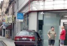 Photo of Un auto se incrustó en un comercio en el centro de Santa Fe