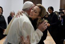 Photo of Fabiola Yañez le regaló al Papa el cáliz que se usó en la misa de Luján