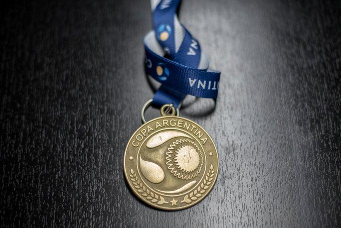 Photo of En Central entregan la medalla del campeón