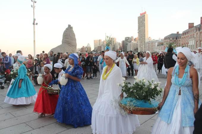 Photo of El mar nuevamente de fiesta: 36° ceremonia a Iemanjá