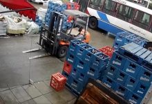 Photo of Se bajó del colectivo, robó un cajón de cervezas y volvió a subir