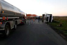 Photo of Volcó un camión en ruta 11 a la altura de Iriondo