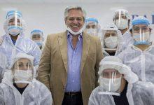 """Photo of Fernández les pidió a los trabajadores que """"no bajen los brazos"""""""
