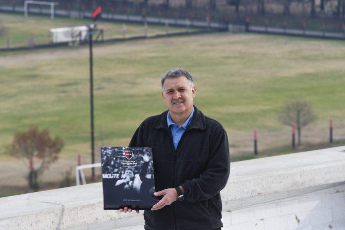 Photo of Gerardo Martino visitó las instalaciones de Newell's