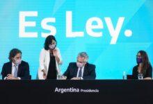 Photo of Fernández promulgó la ley de Interrupción Voluntaria del Embarazo