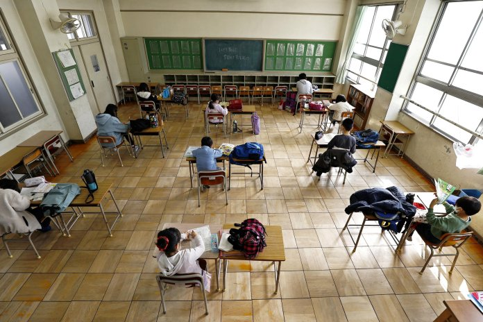 """Photo of El regreso a clases es """"prioritario"""" y se iniciarán en marzo"""