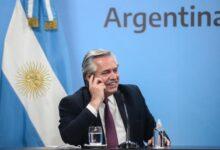 Photo of Fernández superó a Macri: firmó 76 decretos en un año