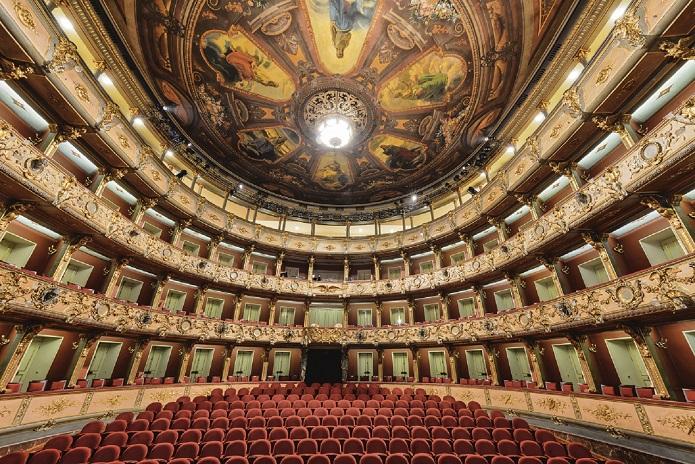 Photo of Tras un año de inactividad presencial, reabre el Teatro Colón
