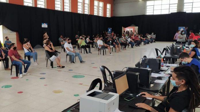 Photo of La vacunación no se suspende por lluvias en la capital provincial
