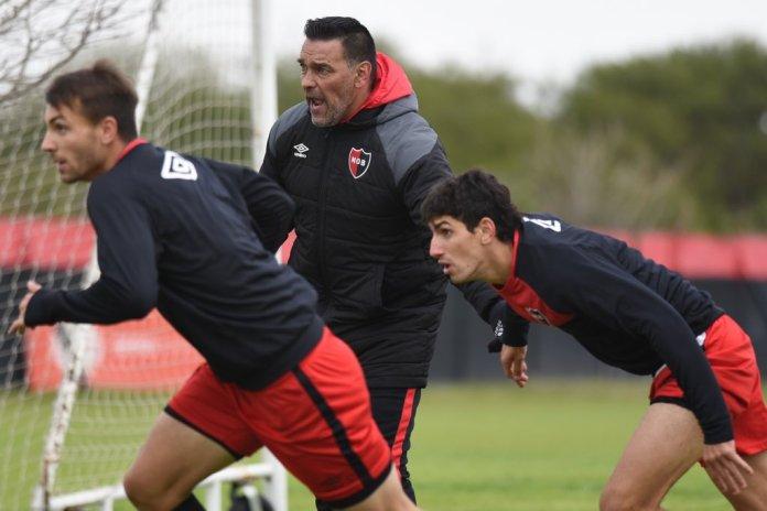 Photo of Gamboa define el equipo de Newell's que debutará el sábado ante Talleres