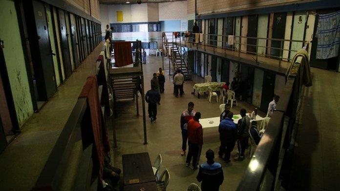 Photo of Inhibidores de celulares y menos beneficios: las propuestas para controlar a las bandas narcos en las cárceles