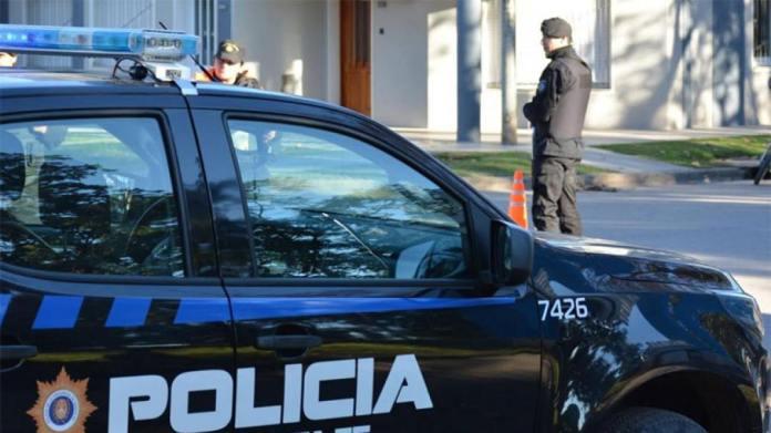 Photo of Discusión, amenazas y tiros frente a una escuela de la capital provincial