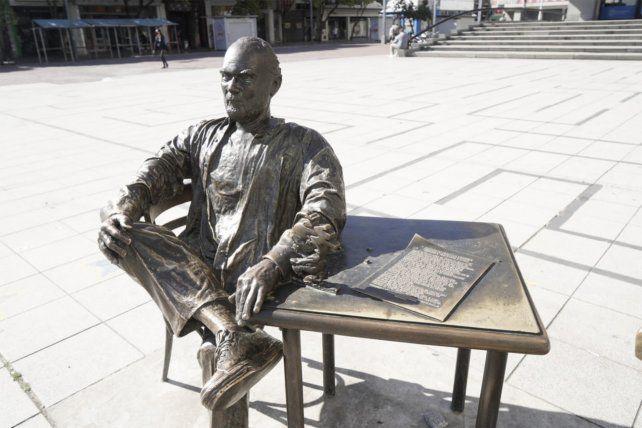 Photo of Vandalizaron la estatua del Negro Fontanarrosa en Rosario